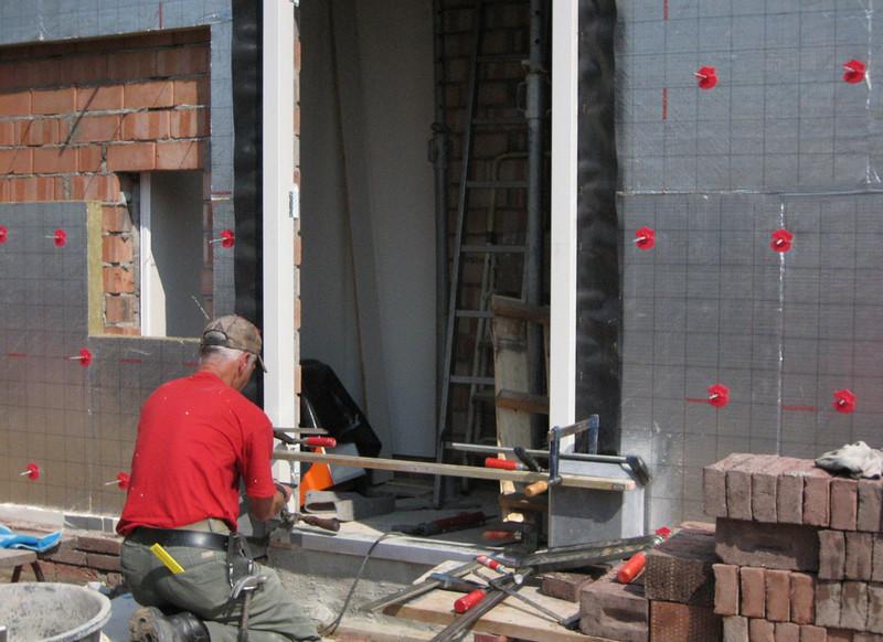 Marijn placing the base of the door frame