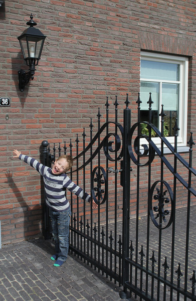 Stijn: our playground is closed. The pavement and gate are finished