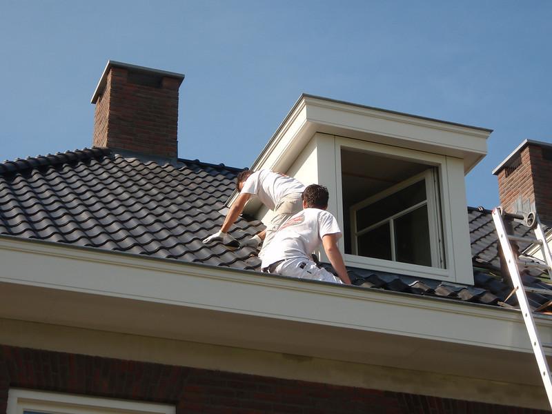 Robert and Rick are lacquer the attic windows (firm Robert v.d. Wetering schilderwerken)