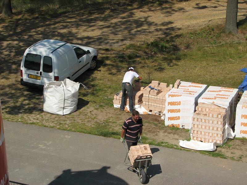 Transportation of 1620  14cm Poriso bricks / house. Total 3280 bricks and<br /> 10cm Poriso bricks, total 567 bricks