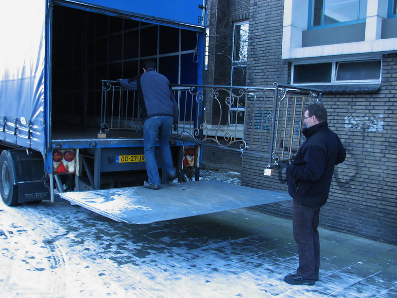 Frans and Robert transporting the fences