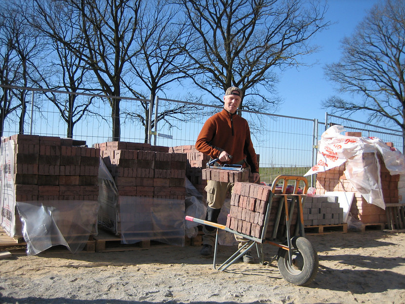 Marijn luging bricks from three different pallets