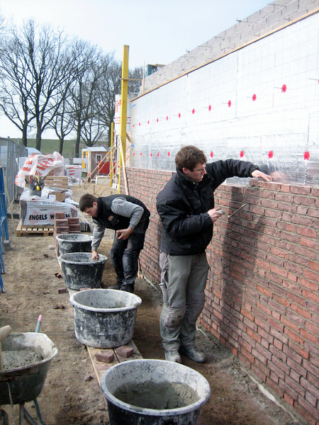 Erik and Paul van Gastel bricklaying the outside walls of the garage