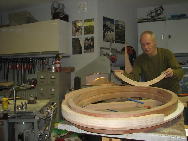 Production of an oval cavity slat