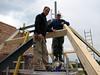 Hans and Marijn fitting the roof beams, Jufferlaan 36