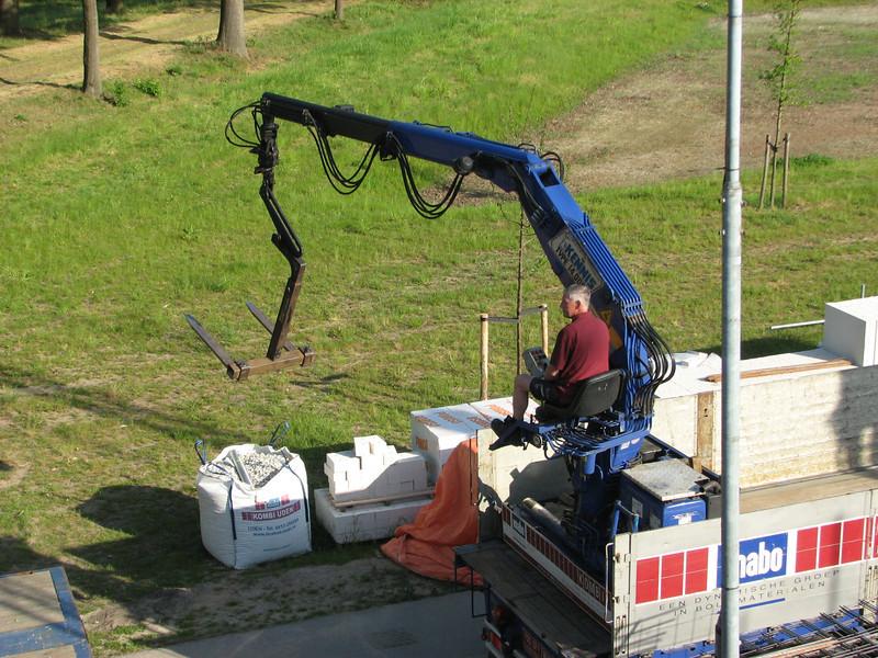 Unloading the roof-gravel