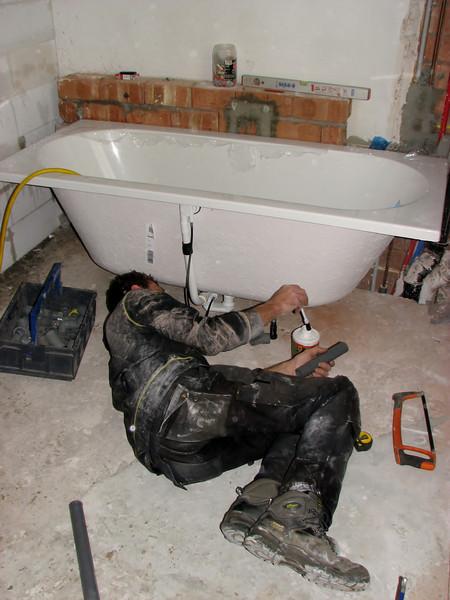 Installing the bathtub