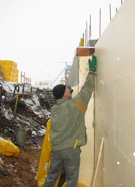 Insulation of the cellar walls (10cm)