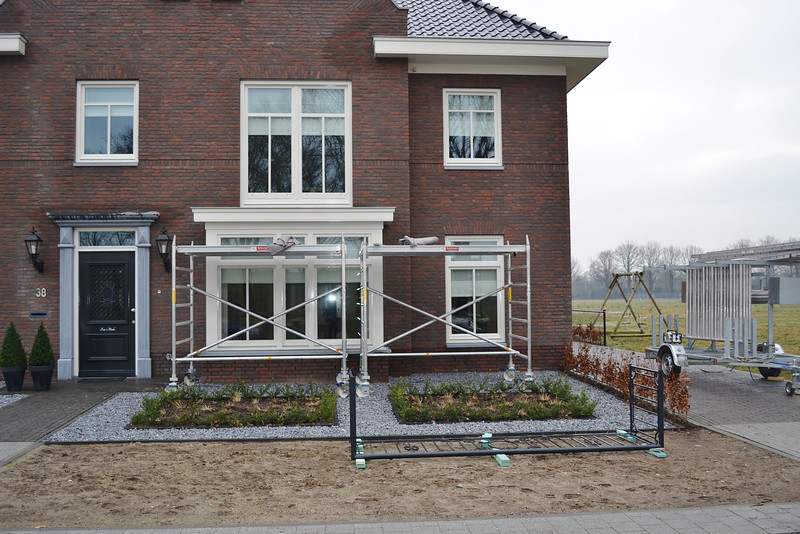 Mounting the balcony fence