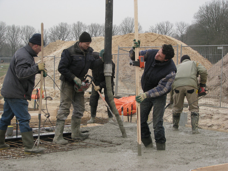 Casting concrete and measure the thickness of the floor