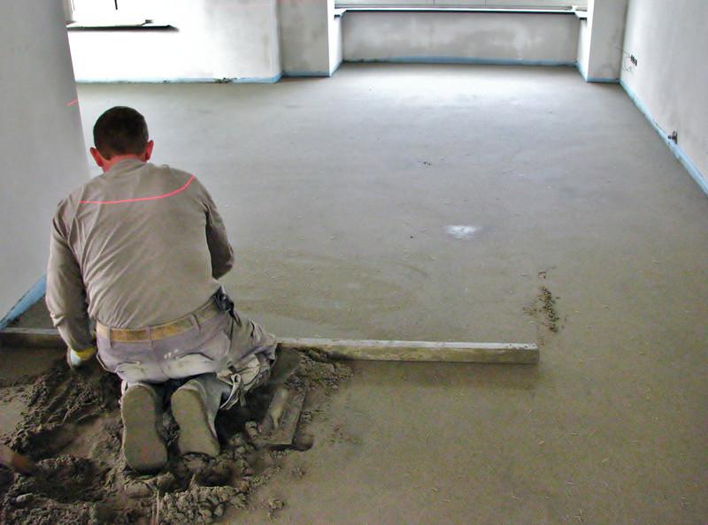 Frans v.d. Linden spreading the floor