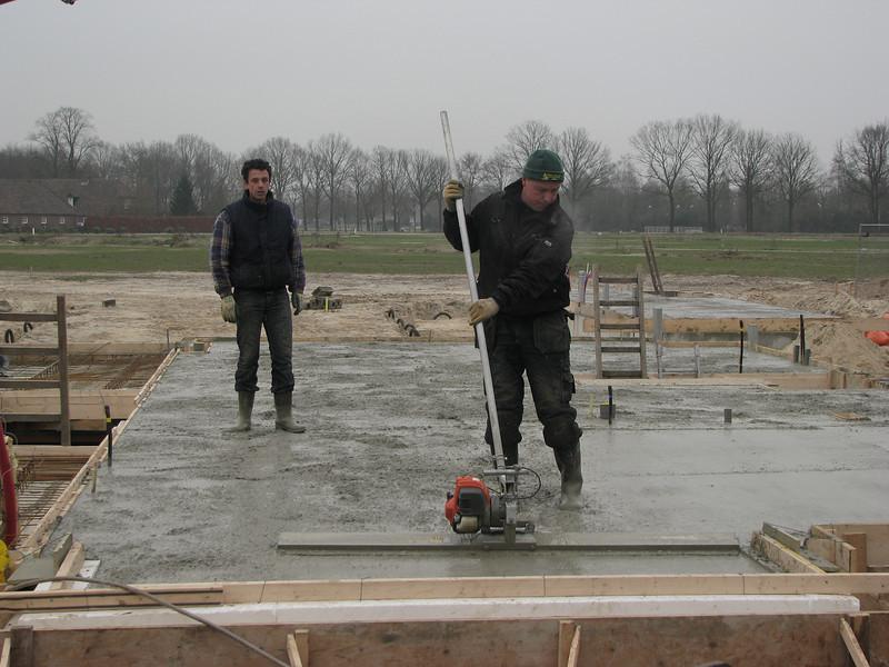 Hans, top finishing of the concrete floor