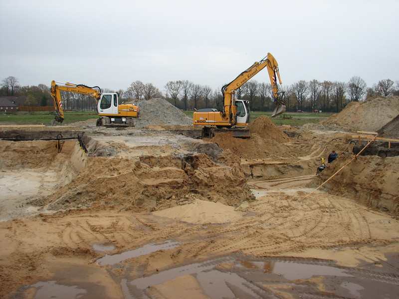 Fam. Merks and fam. v.d. Wetering build a private house in Son & Breugel. Starting with groundwork's.