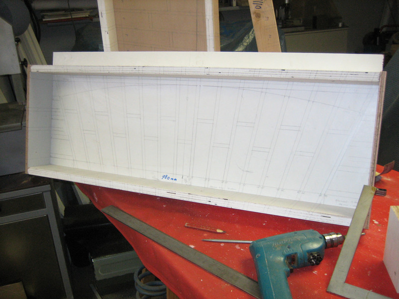 Mould, used for grinding and making the bricksupright course of the garage windows (NL: strekse boog)