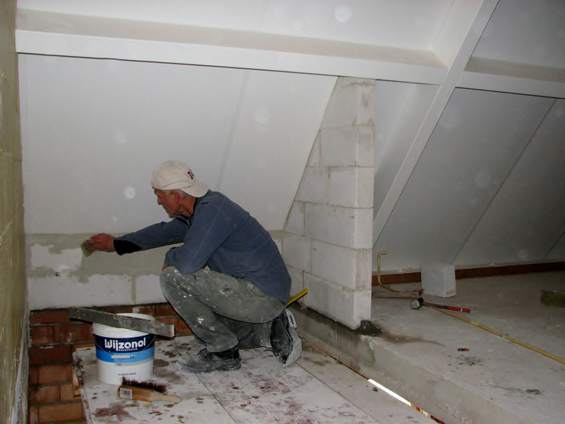 Bricklaying with YTONG (staircase attic)
