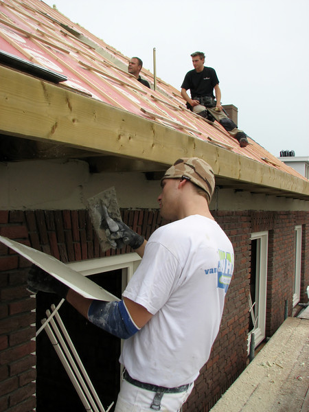 Plastering by plasterers of firm Ophey and on the roof: starting with the dormers