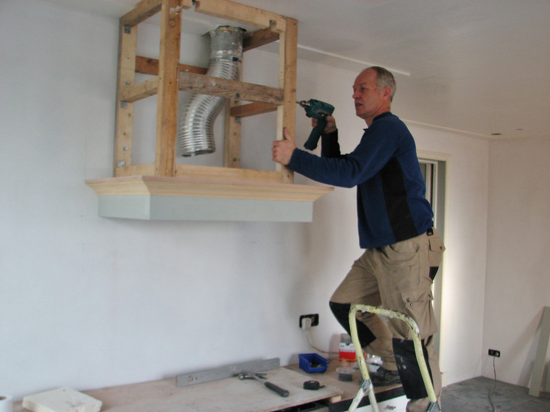 Installing the cooker hood