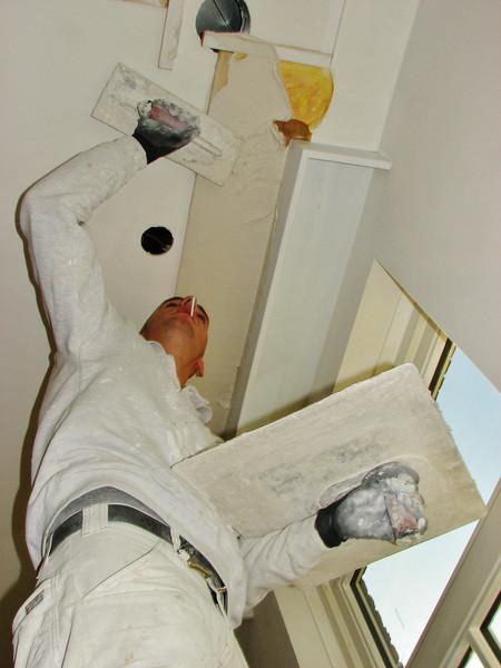 Michael v.d. Kerkhof is plastering the edges