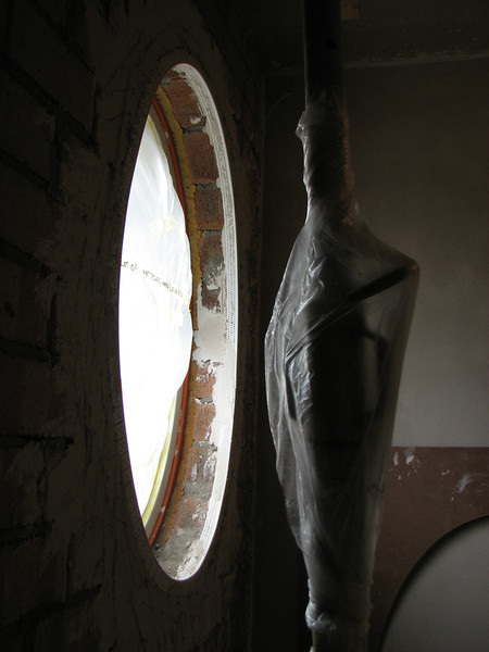 Mounted plastering-stops of the oval window