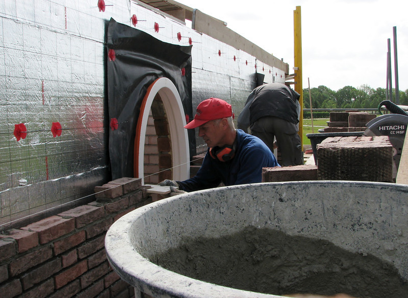 Marijn making suitable bricks for the oval window
