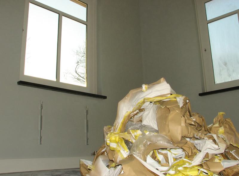 Removing the tape and protection materials (firm: Robert v.d. Wetering schilderwerken)