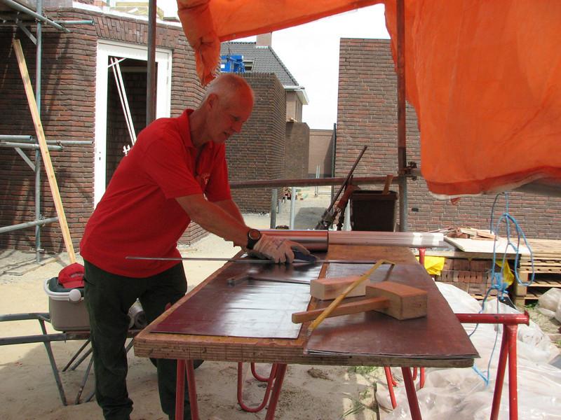 Marijn cutting lead sheets