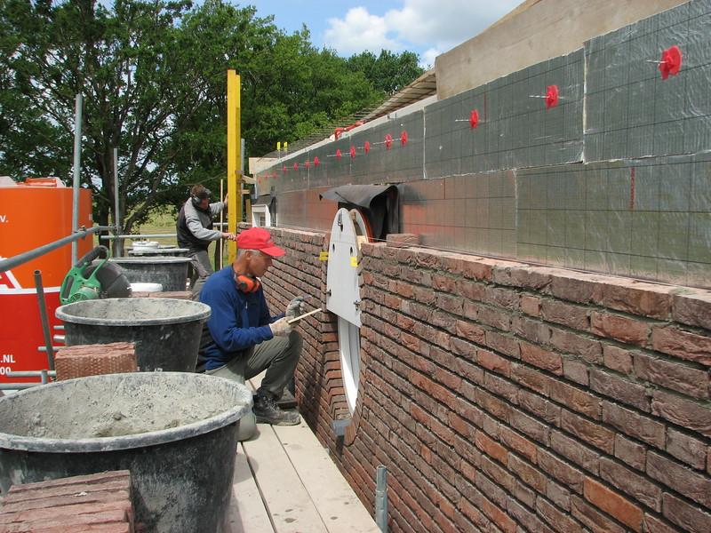 Marijn making suitable bricks for the oval window