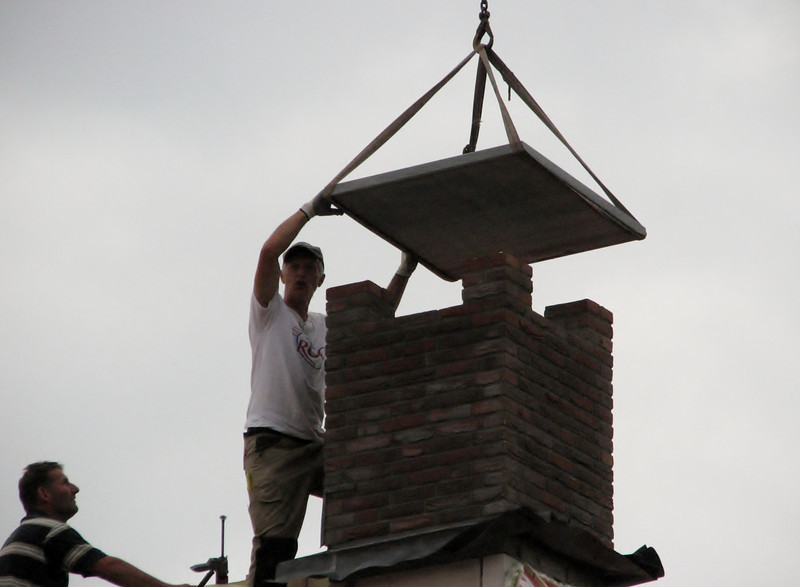 Marijn and Frans laying and fixing the chimney top plate
