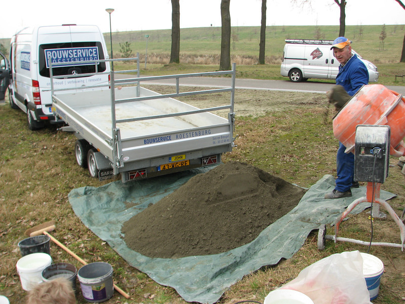 Martien Roestenburg transporting the concreet
