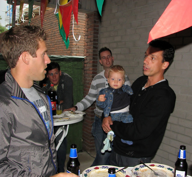 In front: Paul, Jesse and Robert (NL: pannenbier)