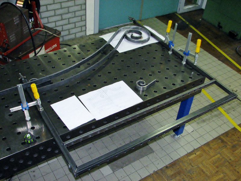 Mounting the gate frame