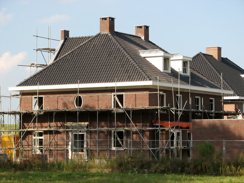 2011, September 3th. The tiled roof is finished