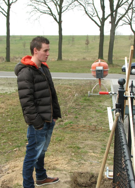 Stijn Merks inspecting the gates