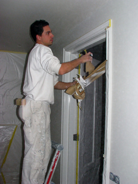 Removing the tape and protection materials after spraying (firm: Robert v.d. Wetering schilderwerken)