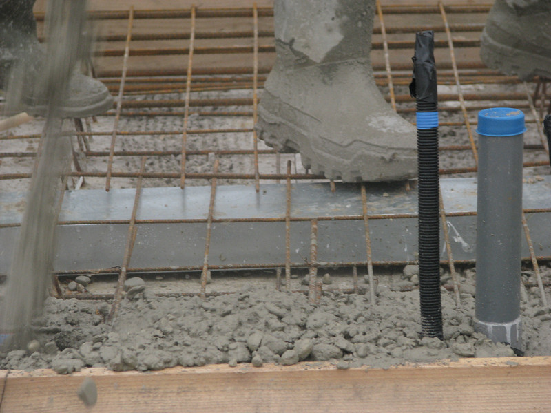 Concrete from the pump, casting concrete