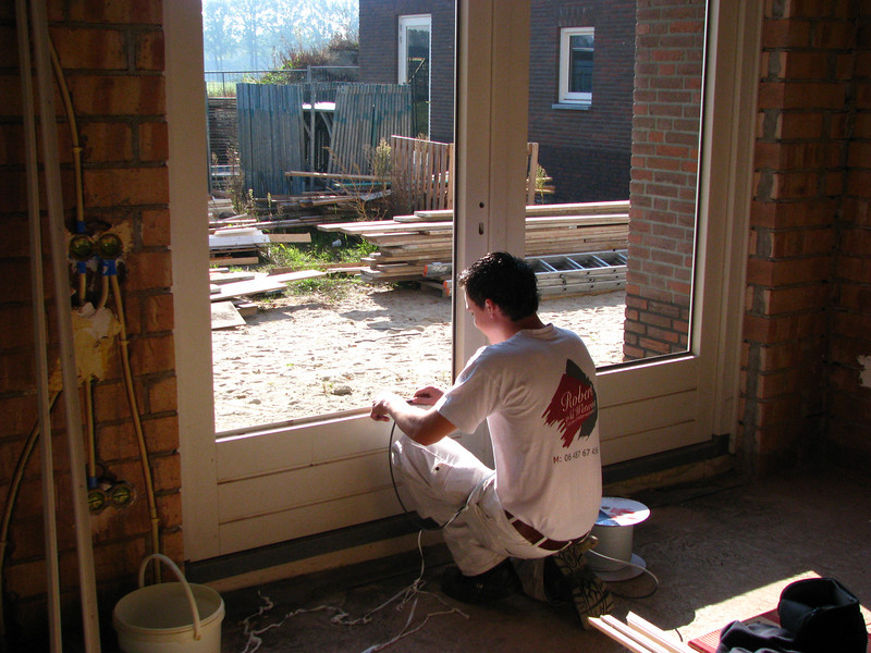 """Rick """"the Rambo"""" setting window panes (firm: Robert van de Wetering Glass Works)"""