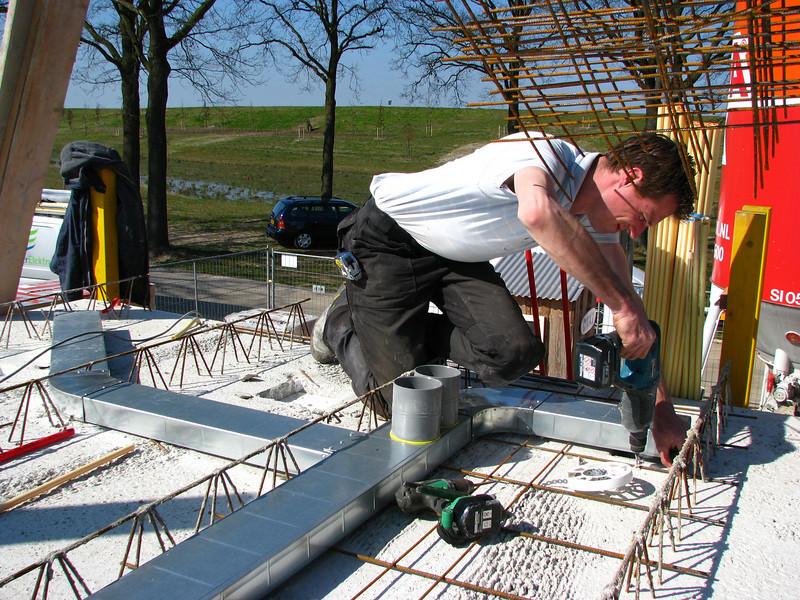 Erick, (registered fitter, E.v.d. Linden:-) mounting the ventilation tubes