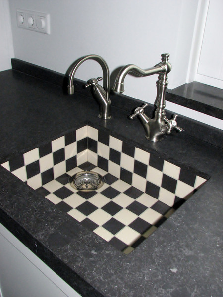 Sink with old-fashioned taps, but..... left the modern cooker :-)