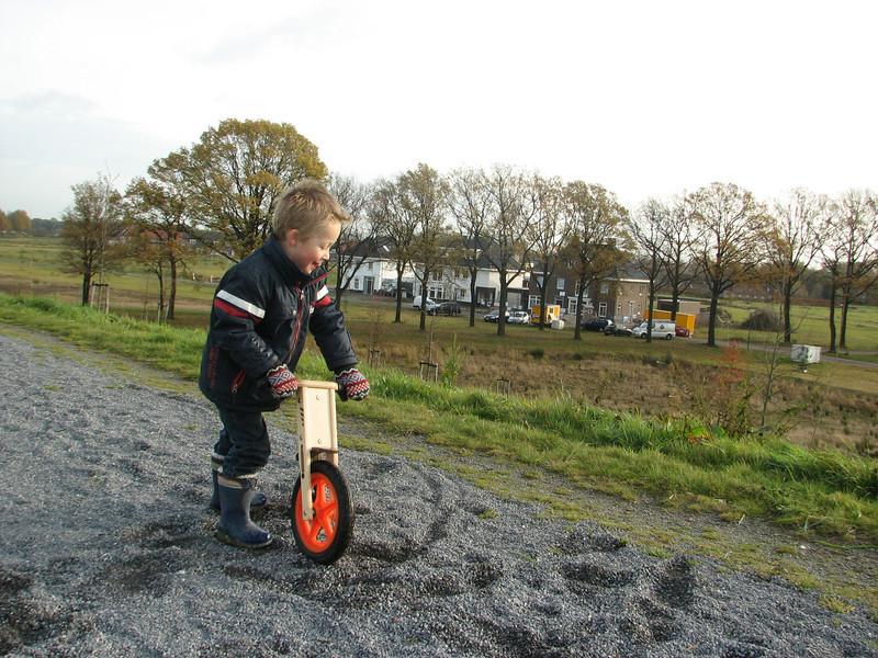 Stijn biking on the sound barrier
