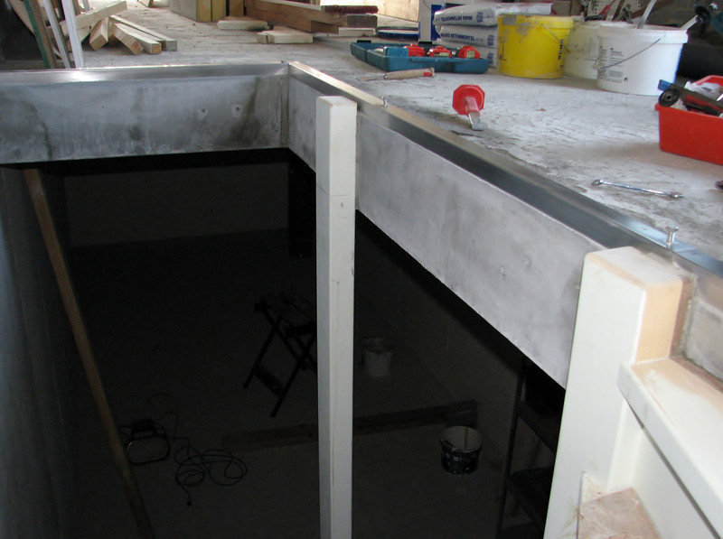 Concrete/stainless steel finishing
