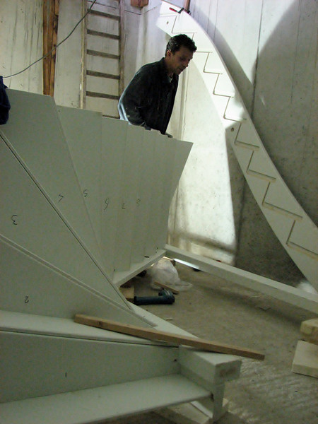 Robert and Marijn assembling the staircase of the garage