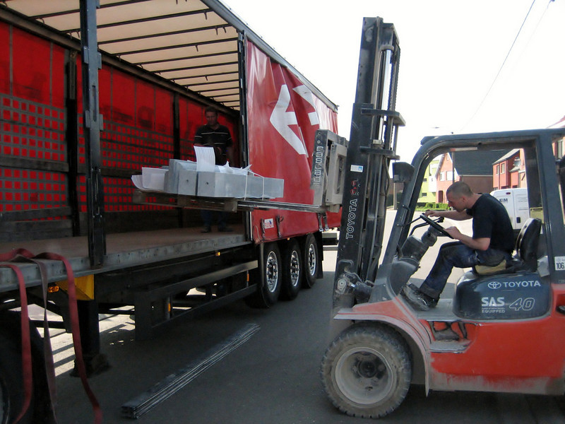 Loading of the door frame in Frans truck