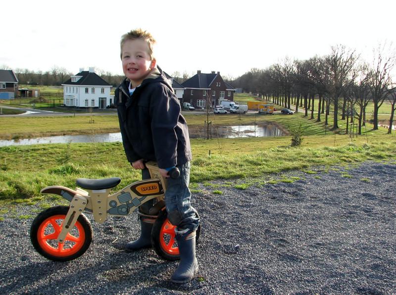 Stijn is biking on the sound barrier
