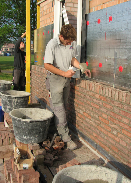 Brothers van Gastel bricklaying the upright course in the East wall