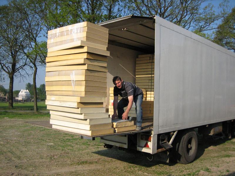 Frans unloading roof insulation (garage)