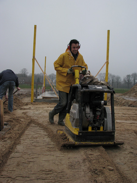 Robert vibrate the yellow soil. (Fill up to standard level)