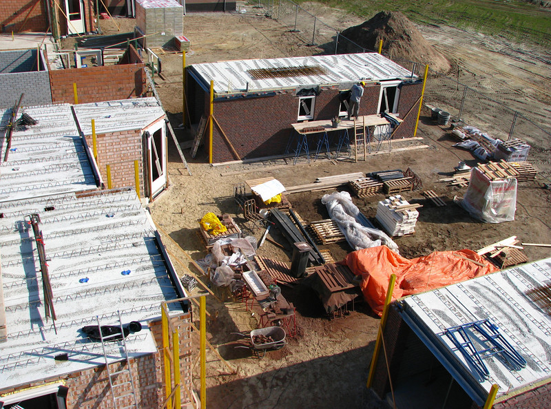 Crane view: Paul van Gastel bricklaying the bricksupright course of the garage