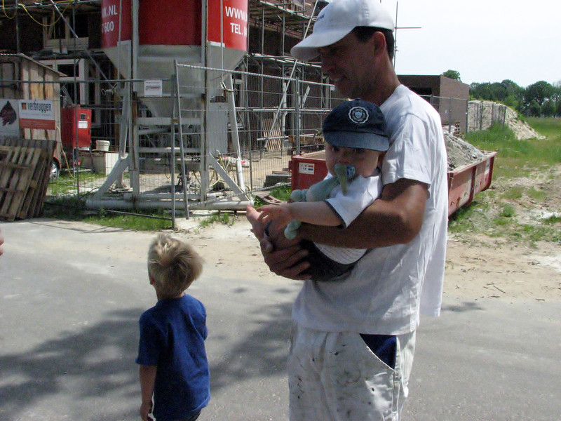 Saskia with the kids visiting the building site