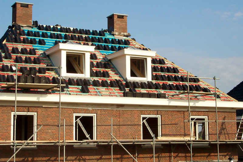 Dividing roofing tiles
