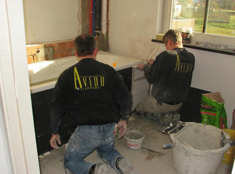 Tiling the bathroom by Hans van Dommelen and Toine Adriaans (firm Avedo, Zijtaart)